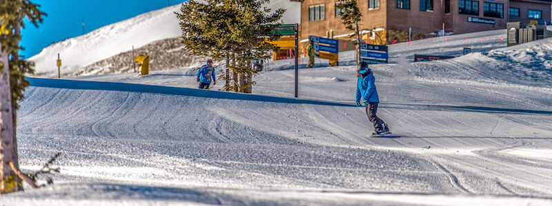 snowboarder coming from super bee chairlift at copper mountain